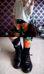 Katie Rebecca - Dr. Martens Boots, Internacionale Leggings, Vintage Shirt - YOUTH IN RETROSPECT