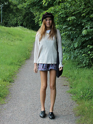 Mathilda Lindblom - Vintage Sweater, Vintage Cap, Myrorna Shorts, Yves Saint Laurent Shoes - Monday 18:45