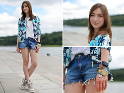 Lola Fromvalencia - River Island Bomber, Ash Footwear Wedge Sneakers - Palm tree bomber