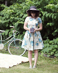 Delightfully Tacky . - Modcloth Dress, Modcloth Hat, Seychelles Shoes - Pretty Flowers in Vases