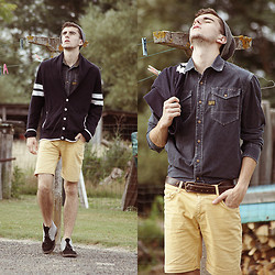 Clément Lasserre - Jules Cardigan, G Star Shirt, Zara Shorts, Clarks Desert Boots - When the sun goes down...