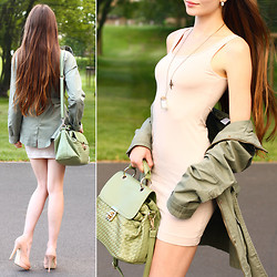 Ariadna Majewska - La Redoute Khaki Green Parka Jacket, H&M Beige Basic Dress, Asos Beige Leather Heels, Laocai Green Vintage Knit Bag, Kelly At Large Message In The Bottle Necklace - Simply the best