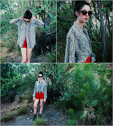 Emma Noelle - Vintage Leopard Botton Down, Thrifted Vintage High Waisted Red Shorts - When I'm walkin' I strut my stuff