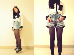 Sunny Sunartiyo. - Guess? Sneakers, Topshop Tights, Ripped Jeans, Two Tone Shirt - Mods society.