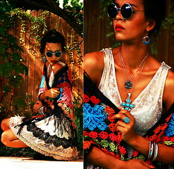 Luna Nova - Free People Lace Party Dress, Vintage Crochet Fringed Shawl, H&M Round Sunnies, Vintage Silver Turquoise Earrings, Vintage Turquoise Necklaces & Ring - Cool enough