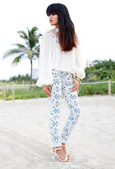 Olivia Lopez - Vintage Victorian Blouse, Pacsun Black South Tribe Jeans - South Tribe in South Beach