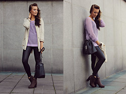 Outi Toivola - H&M Cream Blazer, Gina Tricot Lilac Knit, Din Sko Brown Ankle Boots, Zara Black Pouch Bag, Icon Leather Leggings - Cold Summer's Day