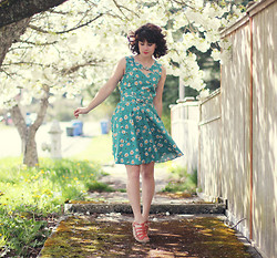 Delightfully Tacky . - Modcloth Dress, Modcloth Shoes - Tiny Flowers