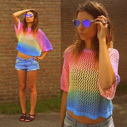 Trendbutter - H&M Rainbow Top, H&M Denim Shorts, Oakley Frogskin Mirror Sunglasses, Asos Plastic Sandals, Cos Silver Ring - Rainbow pastel