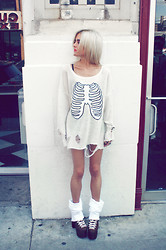 Rachel Lynch - Wildfox Couture Cream Skull Sweater, Wildfox Couture Big Soft White Socks, Unif Leopard Hellbounds - Show your bones