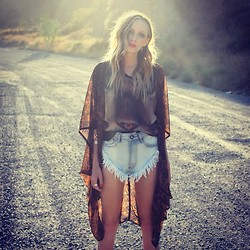 Amber Saylor - One Teaspoon Shredded Shorts, Morning Warrior Tee, Paisley Kimono - Morning Warrior