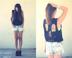 Estelle P - Zara Skull Tee, Bandeau Fluo, H&M Destroyed Shorts, New Look Black Wedge Heels - Black and yellow