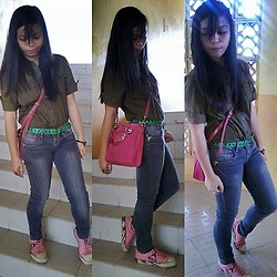 Jade Revil - Green Belt, Red Girl Jeans, Guess? Red Guess Sling Bag, Adidas Sneaker Shoes, Polo Top - Swagger Jagger