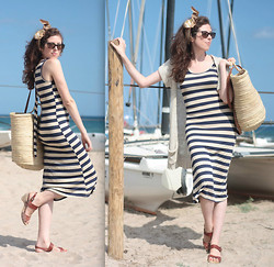 Amaia Maiu - Oasap Dress, Vintage Scarf - Beach dress
