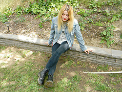 Allysa Stone - Urban Outfitters Jean Jacket, Bdg Black Jeans, Dr. Martens - Time stops