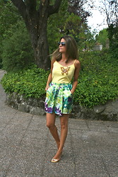 Silvia Garcia Blanco - Mango Sunglasses, Mango Skirt, Fahoma Pin, Zara Shirt - A Butterfly on the Shirt / Una mariposa en la Camiseta