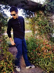 José Alberto Rascón - Bershka Black Shirt, Bershka Blue Jeans, Pull & Bear Purple And Gray Shoes - Into the garden