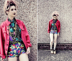 Kayla Hadlington - Grandma Gave Them To Me Necklaces, Charity Shop Jacket, Charity Shop Shirt, Cow Vintage Shorts, Market Socks, Diy Platform Trainers, New Look Earrings - ALL SIMPLE MONKEYS WITH ALIEN BABIES