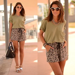 Alexandra Per - We Are Selecters T Shirt, Zara Necklace, Style By Marina Shorts, Sam Edelman Sandals, Givenchy Bag, Asos Sunglasses - Cachemir everywhere