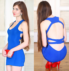 Ariadna Majewska - Dino Direct Naked Back Blue Dress, Toria Blanic Red Pumps, Ebay Red Clutch - Red & Blue