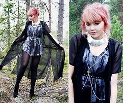Paula Ilona Viktoria - Cubus Silver Collar, Gina Tricot Body Chain, Monki Top, 2nd Hand Belt, 2nd Hand Sheer Cape, Cheap Monday Wedges - Follow ravens of the forest