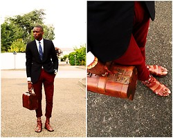 Roger Mbee - Vintage Blazer, American Apparel Pantalon, Paul & Joe Shoes - Spartiates 3000