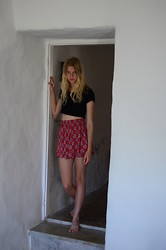 Amanda L - Topshop T Shirt, Skirt - Too much tomatoes, too little sleep.