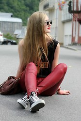 Ingrid Midtbø - Cubus John Lennon Glasses, Bikbok Red Leatherpants, Converse All Star, Black - Badass