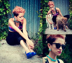 AMINTA ONLINE - Giant Vintage Sunglasses, Love Top, Vintage Pants - My kingdom for a coke
