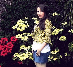 Bianca M. Pinotti - Vintage Yellow Flowers, Marisa White Top, Jeans Skirt - While Summer doesn't arrive in Brazil, we enjoy the Spring