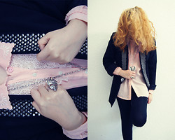 Vania Porcayo - Jourbazar Blouse Vintage, Blonde, Zara Blazer, Crystal Castles, Pull & Bear Skull Ring, Jeffrey Campbell - PLAGUE