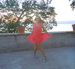 Tina Andersen - Unknown Dress, Converse Sneakers - When in Rome