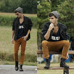 Clément Lasserre - Vintage Jacket, Vintage Tank Top, Zara Pants, Zara Leather Boots - Fighting for peace
