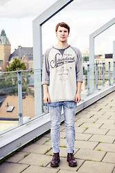 Martin Bohm - Dr. Martens Docs, Cheap Monday Jeans, Dressmann Baseball Shirt - Above the rooftops