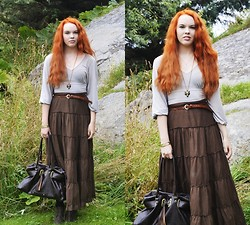 Marina Aurora Thorsen Ødegaard - Secondhand Long Skirt, Cubus Gold Wolf Necklace, Kapphal Belt, Secondhand Bag, Secondhand Top - In the north