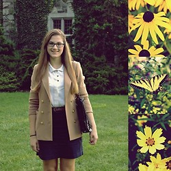 Manuela I. - H&M Blazer, H&M Skirt, Secondhand Blouse, Chanel Purse, Ray Ban Glasses - New Jersey