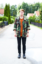 Martin Bohm - Dr. Martens Docs, Chinos, Dobber Sweater, Vintage Camo Jacket, Daniel Wellington Watch - Chelsea smile