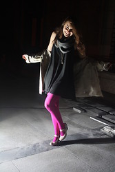 Zuzanna Niedzielska - H&M Chimney Scarf, H&M Black Tunic, H&M Necklace, Gatta Pink Tights - In The Spotlight