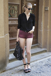 Pavlina J. - Cos Flatforms, Balenciaga Bag, H&M Hotpants, H&M Shirt - Flatforms