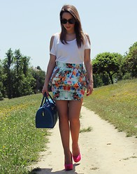 Helena Coelho - Zara T Shirt, H&M Sunglasses, Zara Skirt, Furla Bag, Bershka Shoes - Floral happiness!