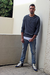 Ben ALLARD - H&M Sweater, Hummel Sneakers - Look sad???