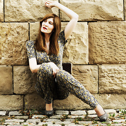 Lola Devils - French Connection Uk Jumpsuit, Rosegold Shoes, House Of Harlow Necklace, Mac Lipstick - Strike a pose