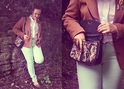 Lucinda Poulsen - Vintage Austin Reed, New Look Jeans, Vintage Badges, Carboot Bag - Mona Lisa