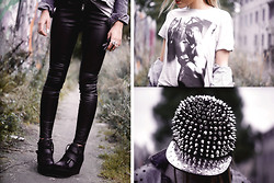 Sofie H - H&M Faux Leather Pants, H&M T Shrit, Snapback, Snapback, Din Sko Shoes - Oh my gosh, she's so spikey