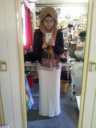 Lina Hussein - F&F Cookie Monster T Shirt, Atmosphere Maxi Dress, Market Stall Hijab - Me Like Cookies in Bed!