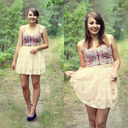 Dominika L. - New Look Floral Corsed, Primark Lace Skirt - U r the cute one here.