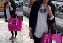 Deirdré Williams - Free2bu Leather Sandals, Black Tights, Macys New York Pink Shopper Bag, Trenery White Tee, Chunky Necklace, H&M Navy Blue Patched Blazer - Frankfurt central station