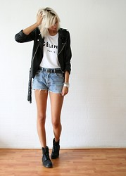 Sietske L - Minusey Oversized Jacket, Solilor Printed Tee, Levi's® Vintage Shorts, Dr. Martens Boots - Favorite things