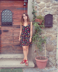 Tina Andersen - Vintage Dress, Vintage Sandals - Summertime sadness