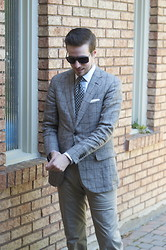 Taylor S - Zzenga Sport Coat, Tom Ford Tie, Holt Renfrew Shirt, Br Monogram Pants, Canali Linen Pocket Square, Tom Ford Sunglasses - Last Day For Linen